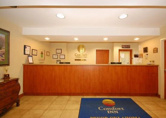Comfort Inn & Suites: P