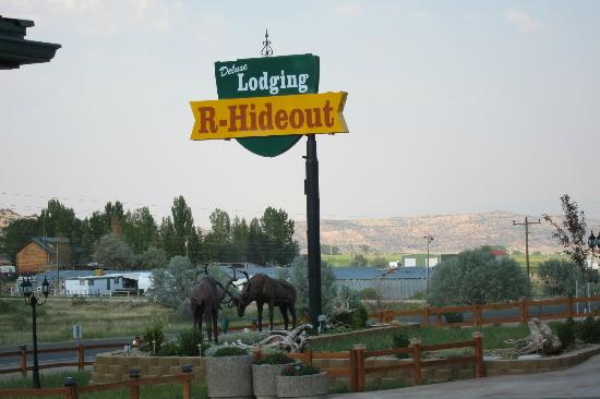 R-Hideout Inn: Your in the wilderness with the cows and it is quiet and peaceful!