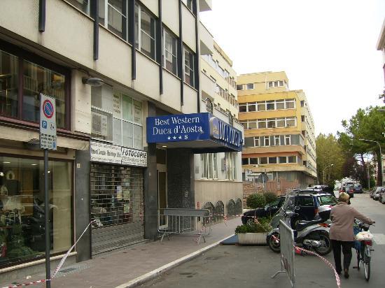 B&B Hotel Duca D'Aosta: 外観(玄関)