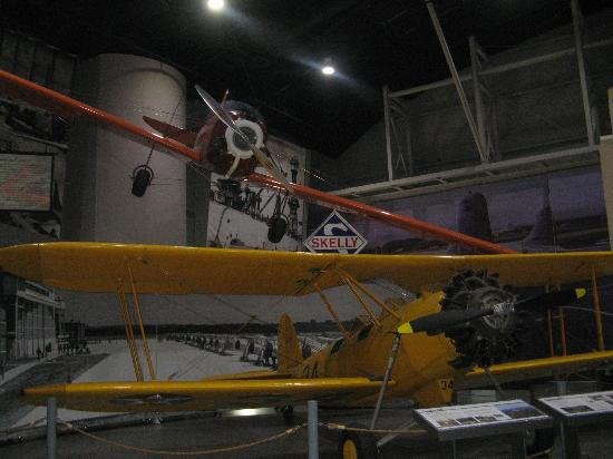 Tulsa Air and Space Museum: Planes, planes, planes...