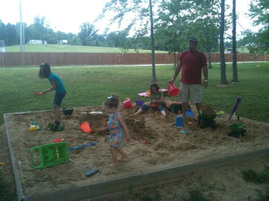 Santa's Lakeside Cottages : Huge Sandbox at Playground