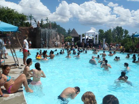Wild Water Kingdom: The waterfall pool
