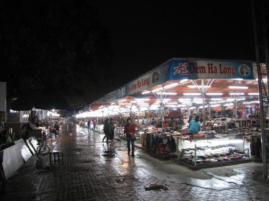 The Cong Doan Hotel: Night market near hotel
