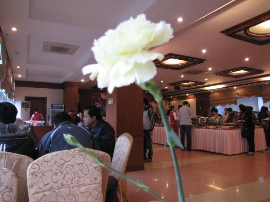 The Cong Doan Hotel: Restaurant during breakfast