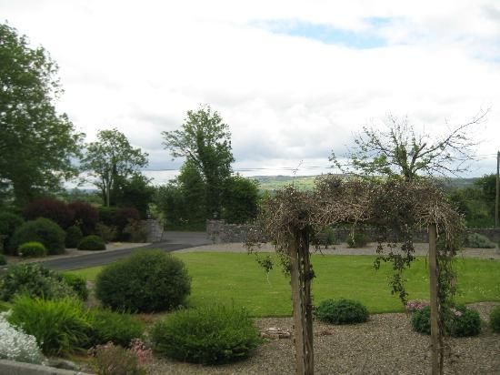 Innisfree B&B: Front gardens - view from our room
