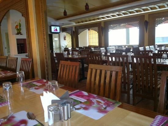 SilicRest Hotel: The Silsila restaurant during breakfast at 8am