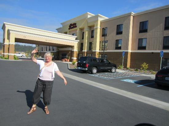 Hampton Inn and Suites Arcata, CA: Outside hotel