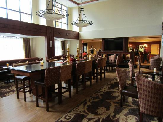 Hampton Inn and Suites Arcata, CA: Breakfast area