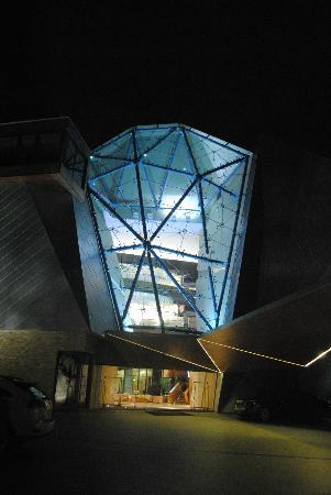 Sparkling Hill Resort: Entrance at night
