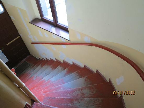 Glam House - rooms & apartments: Well-worn stairs