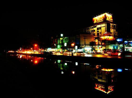 Bua Raya Hotel: old city