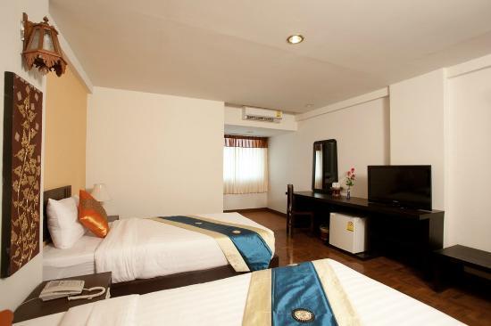 Bua Raya Hotel: our room