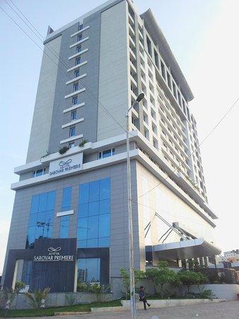 Radisson Hyderabad Hitec City : View from Road
