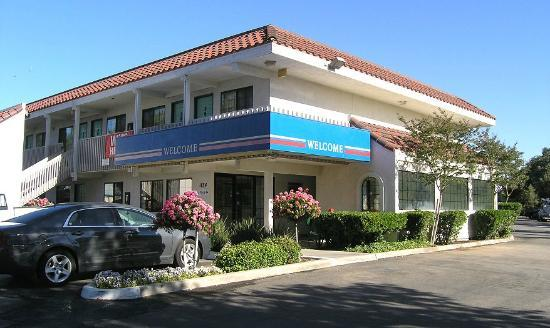 Motel 6 Paso Robles: lobby exterior