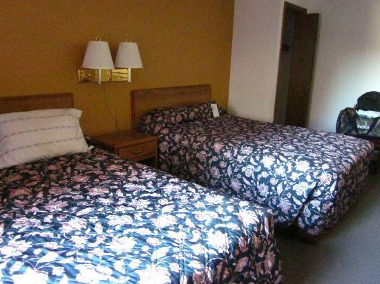 Country Hearth Inn - Iron Mountain : Room