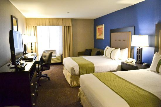 Holiday Inn Seattle Downtown: Two Queen Bed Guest Room