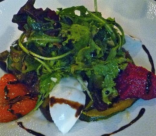 Le Bistro de la B: First course salad with fresh mozzarella and beets