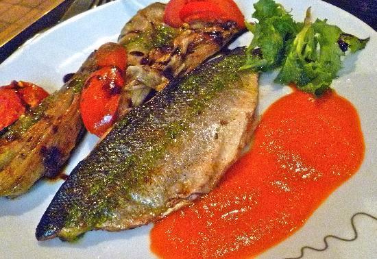 Le Bistro de la B: Second course trout with tomato coulis and vegies
