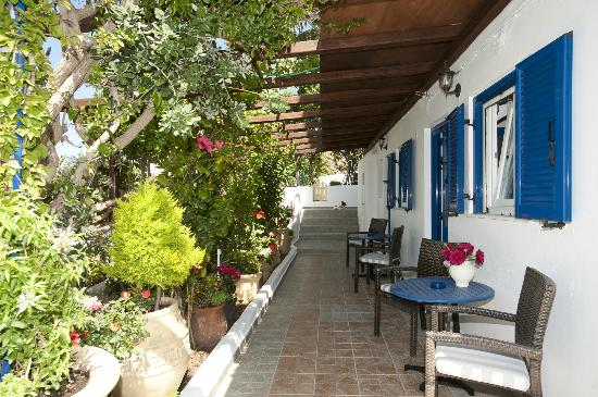 Fraskoula's Rooms: AGIOS STEFANOS BEACH