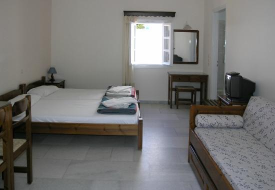 بيريكوس: our room