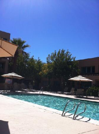جراند فيستا هوتل: relaxing pool at Grand Vista 