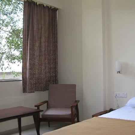 OYO 1194 Hotel Gulmohr: Large windows, good ventilation
