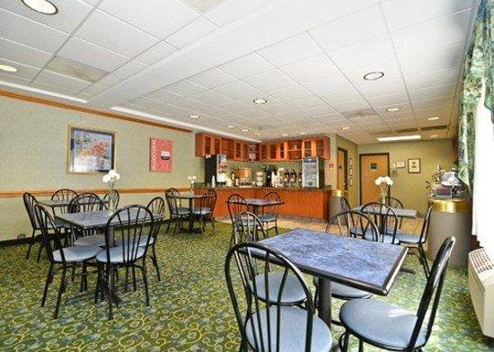 Comfort Suites : Breakfast Area