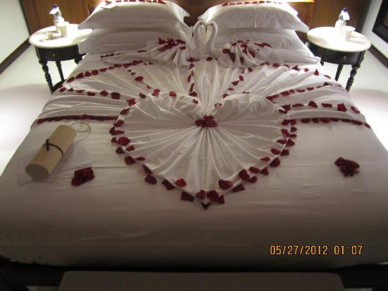 The Residence Maldives Honeymoon Bed Deco