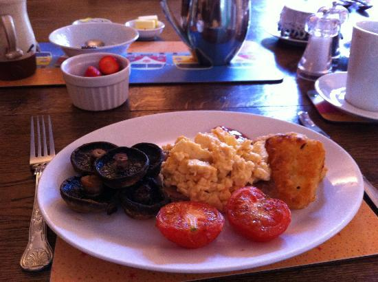St Cuthbert's of Lyme: Super grilled veggie-breakfast