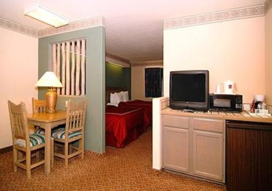 Comfort Suites: Guest Room -OpenTravel Alliance - Guest Room-