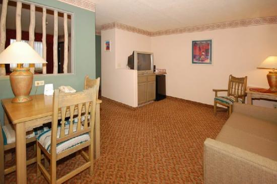 Comfort Suites: Suite Livingroom
