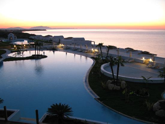 Atrium Prestige Thalasso Spa Resort and Villas: Pool and sea view
