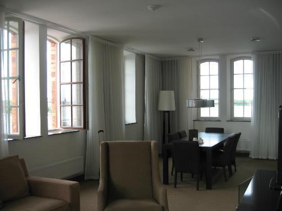 Elite Hotel Marina Tower: the suite accompanying our upgraded (free of charge) room