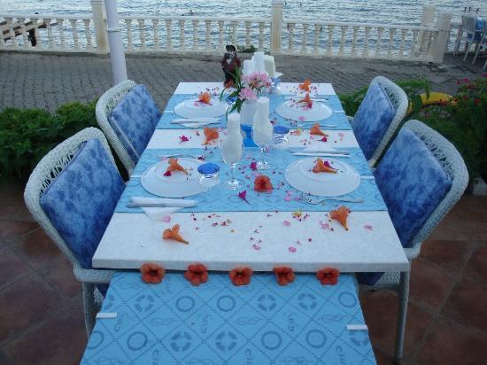 Soundwaves Restaurant: Reserved Table.