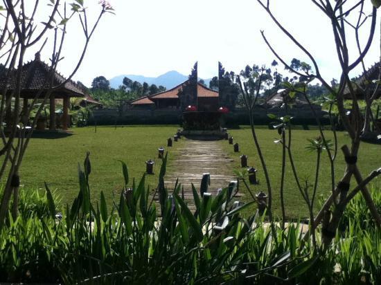 أدارابورا ريزورت آند سبا: The garden 