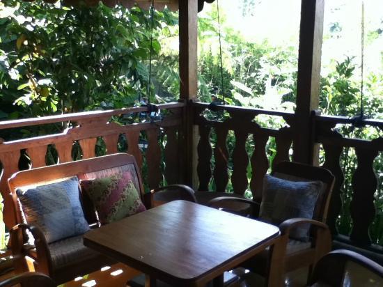 จาดุลวิลเลจ วิลลาแอนด์สปา: the small terrace of the villa