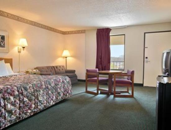 Days Inn Cleveland TN: Standard King Bed Room