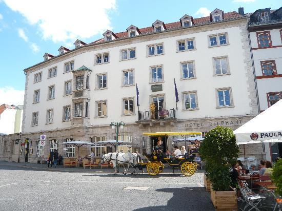 Blick aus dem Hotel Elephant (3.Etge.) zum Rathaus Weimar ...  Blick aus dem H...
