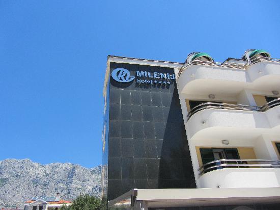 Milenij Hotel: Biokova Mountain behind hotel
