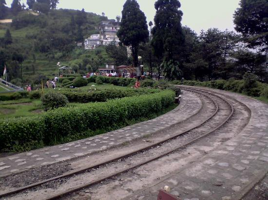 Shangrila Regency : Toy train tracks near the Hotel