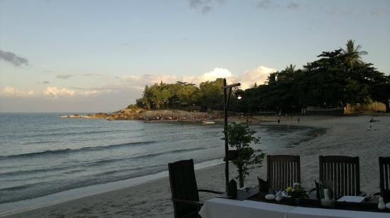 Samui Paradise Chaweng Beach Resort: A view from the beach to the south