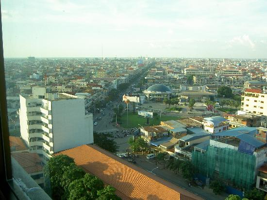 InterContinental Phnom Penh: Smokin view