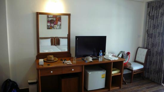 Paisiri Hotel: Телевизор