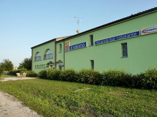 Locanda il Varano: n.2 - panoramica dal parcheggio camper