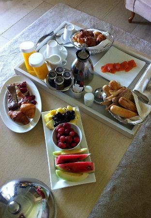 Porto Sani Village: Breakfast in the suite - a wonderful!!!