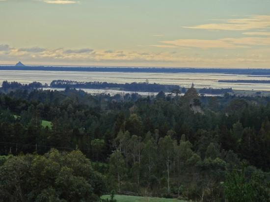 Kaimai Country Lodge: View of Bay of Plenty from room