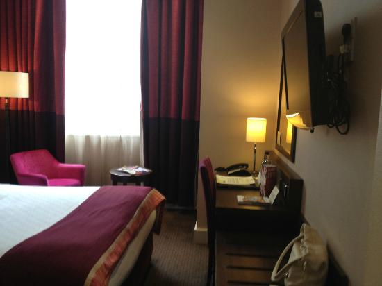 DoubleTree by Hilton Hotel London - Marble Arch: Room 224 - small but cozy