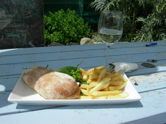 The Driftwood Spars B & B: Lunch... So nice