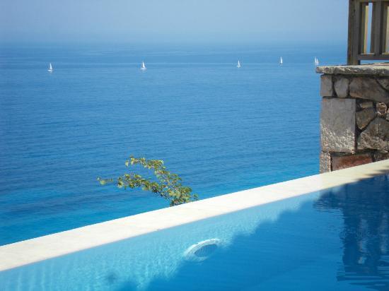 Beyond Villas: πισίνα