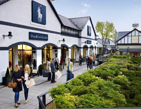 Ellesmere Port, UK: Cheshire Oaks Designer Outlet outside Polo
